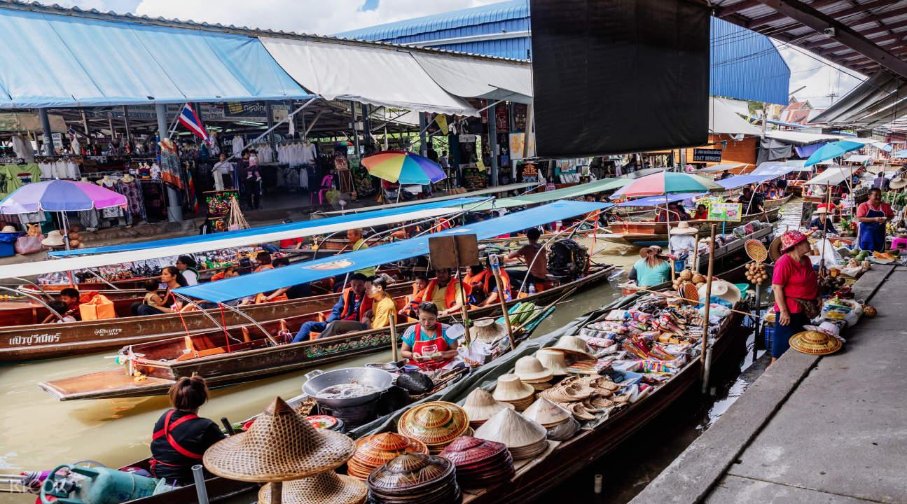 boats in amphawa floating market